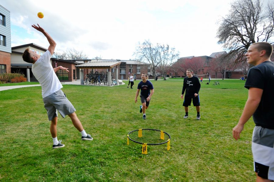 Barto+residents+partake+in+spikeball+on+a+sunny+spring+day.+Tuesday%2C+April+18.++In+the+background%2C+other+students+play+volleyball+with+a+net+from+OPR.