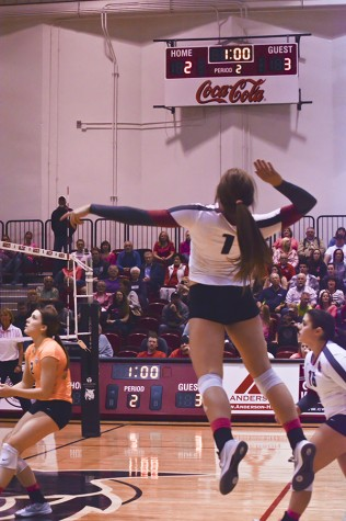 Sports: Wildcats sweep Yellow Jackets 25-17, 25-10, 25-23; Hanses finishes with match-high 11 kills