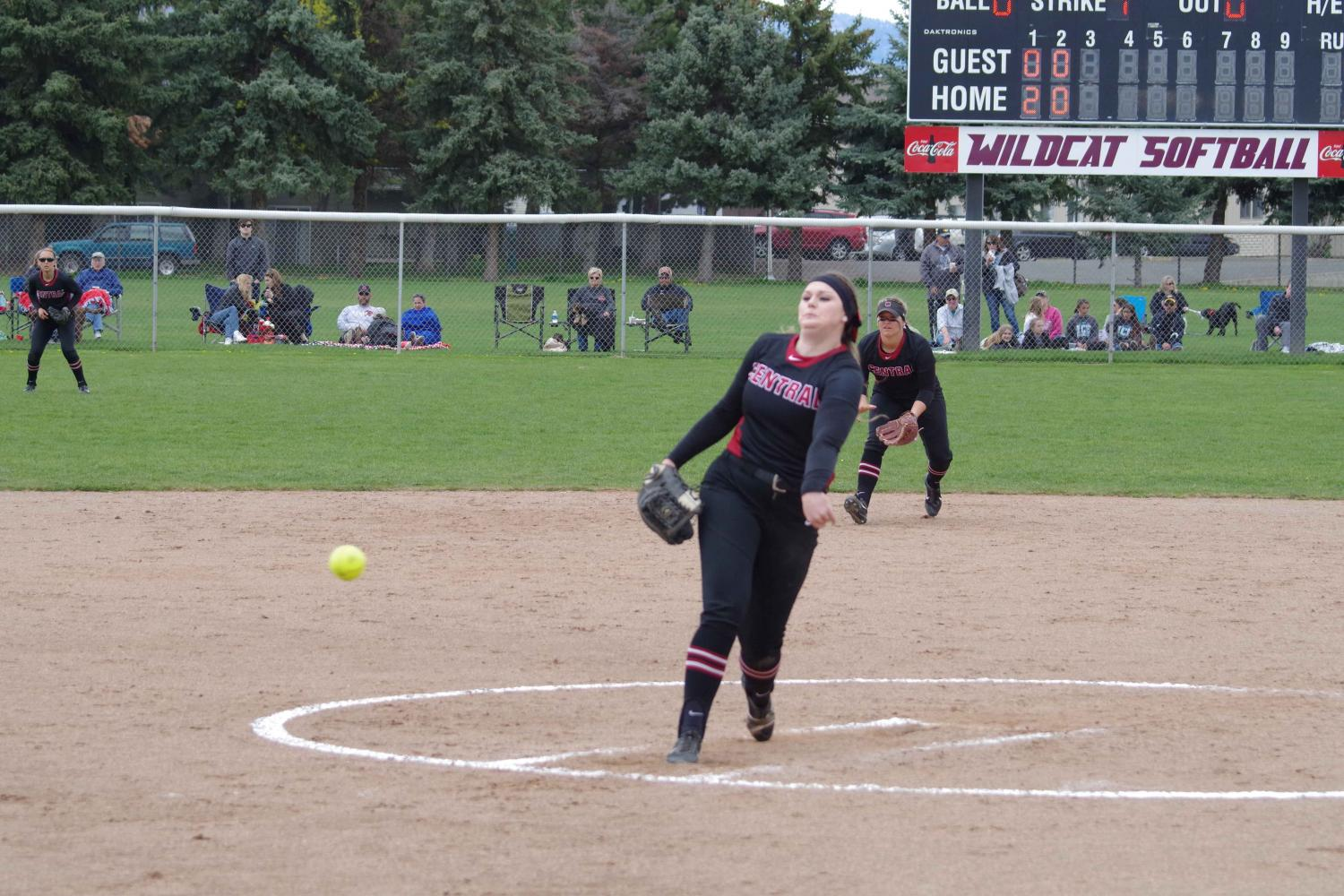 Senior+pitcher+Kiana+Wood+throwing+a+pitch+during+their+doubleheader+with+Saint+Martin%E2%80%99s+University.+Wood+has+been+CWU%E2%80%99s+ace+this+season.