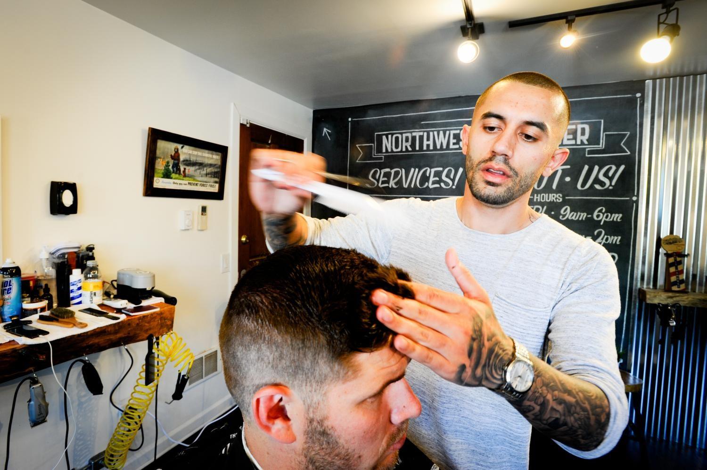 Northwest+Barber+settles+in+Eburg