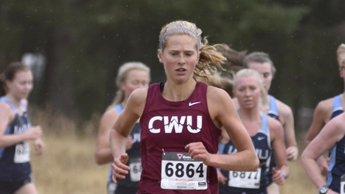 Alexa Shindruk runs ahead of a group of WWU women at WWU