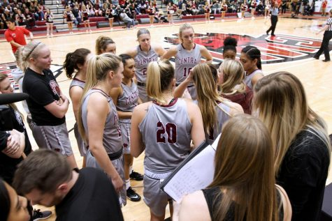 Woodruff leads from Wildcats' bench