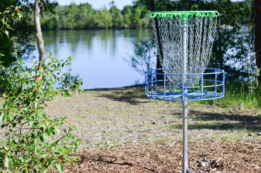 Peoples' Pond in Ellensburg has its own disc golf course by the water.