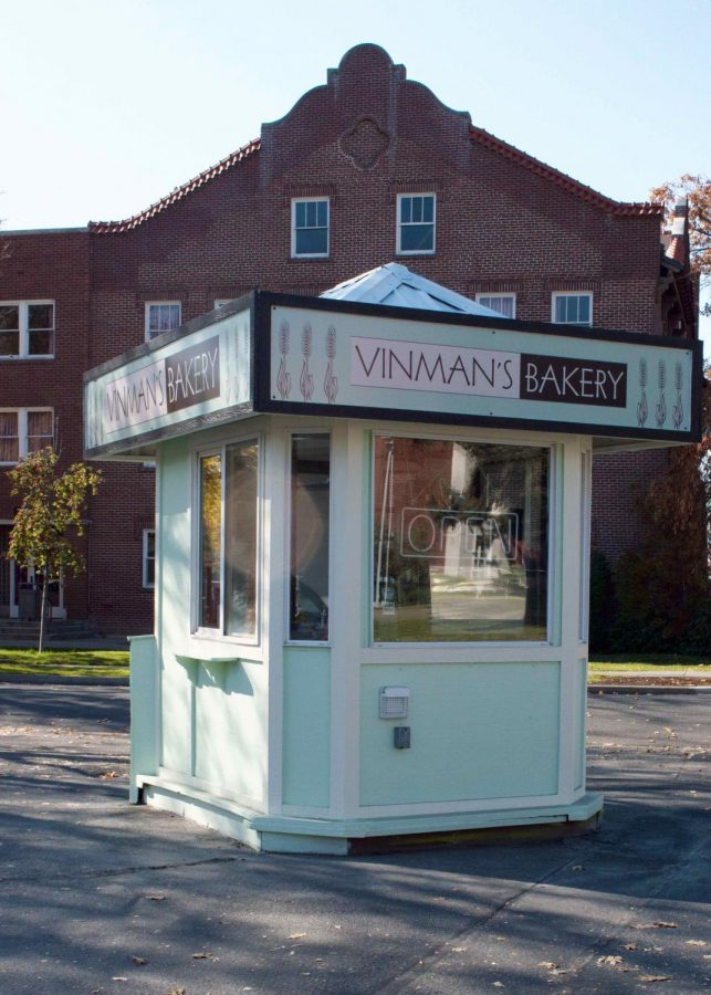 Vinman's Bakery has acquired the small kiosk on the corner of University and Walnut. The kiosk used to house a small coffee operation before being turned into a shaved ice stand.
