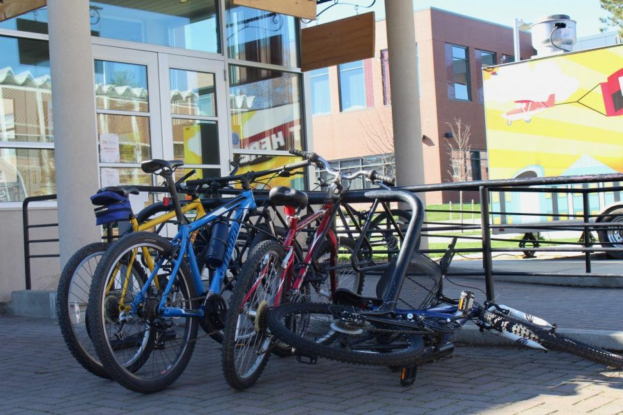 Bike+racks+can+be+found+full+around+campus.+Pictured+above+are+multiple+bikes+outside+of+the+1891+Bistro.+Students+can+register+their+bikes+with+CWU%0Apolice+to+help+track+them+down+if+they+are+ever+stolen.