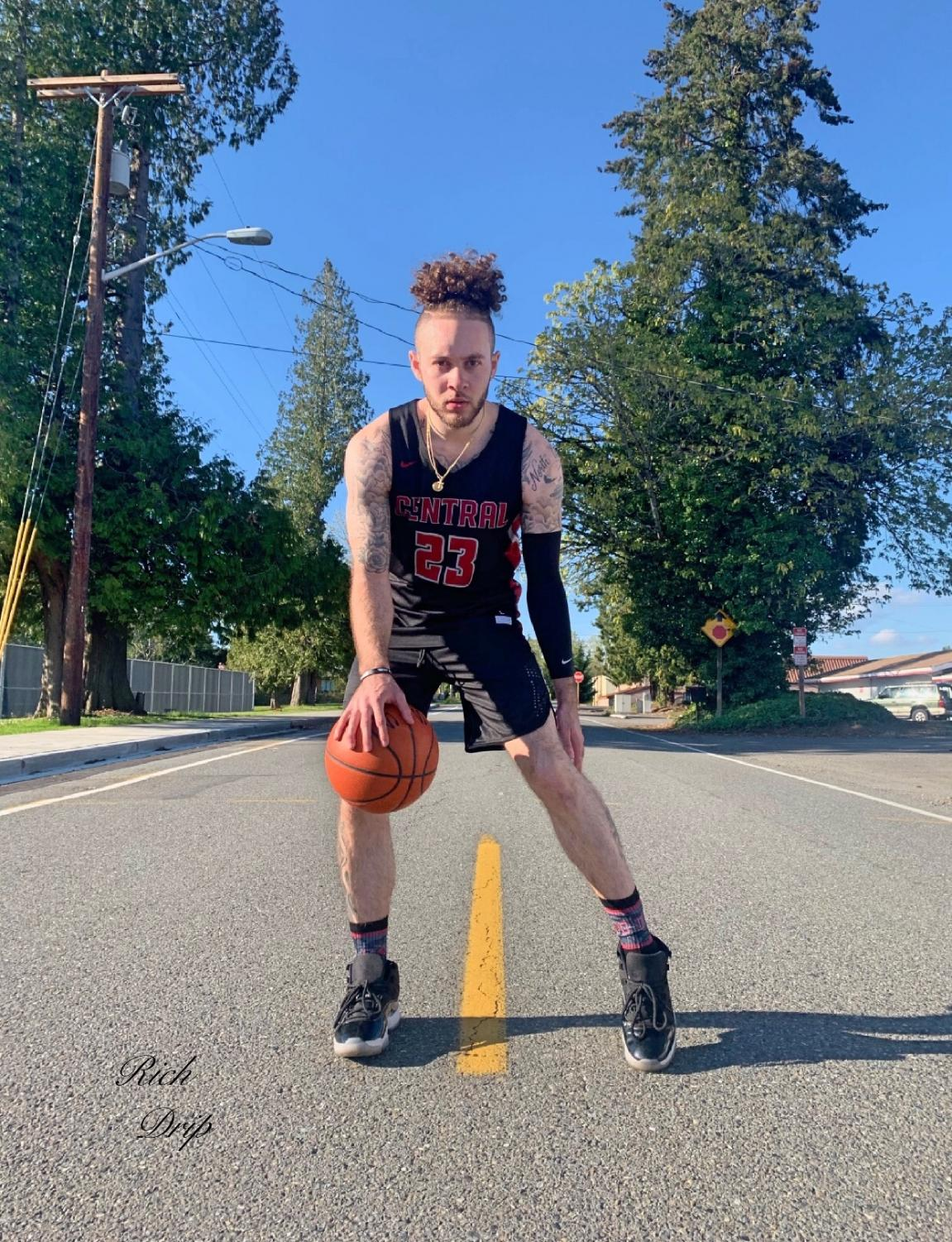 Montoya played at Seattle University until his sophmore year. He came to Ellensburg to spend the last two years of his career as a college athlete with the Wildcats. He has declared that he will be entering into the 2019 NBA draft.
