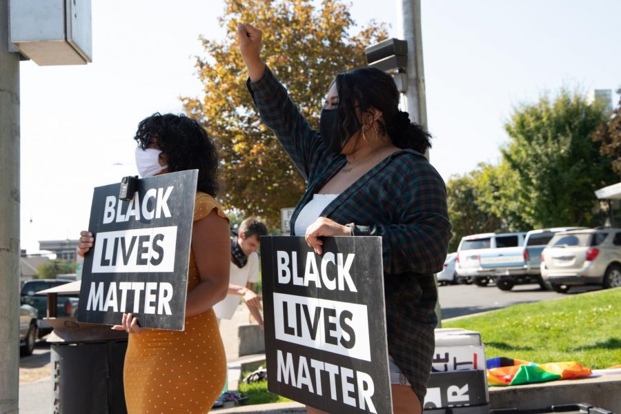Students protest peacefully against police brutality and racism in honor of those who have died.