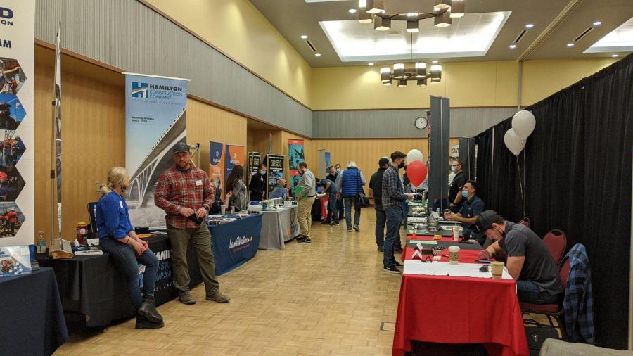 Company+booths+lined+up+to+offer+students+internships+and+jobs.